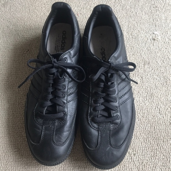 Other - Men's Adidas all black tennis shoes